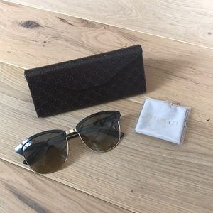 Gucci | Aviator Sunnies & Case